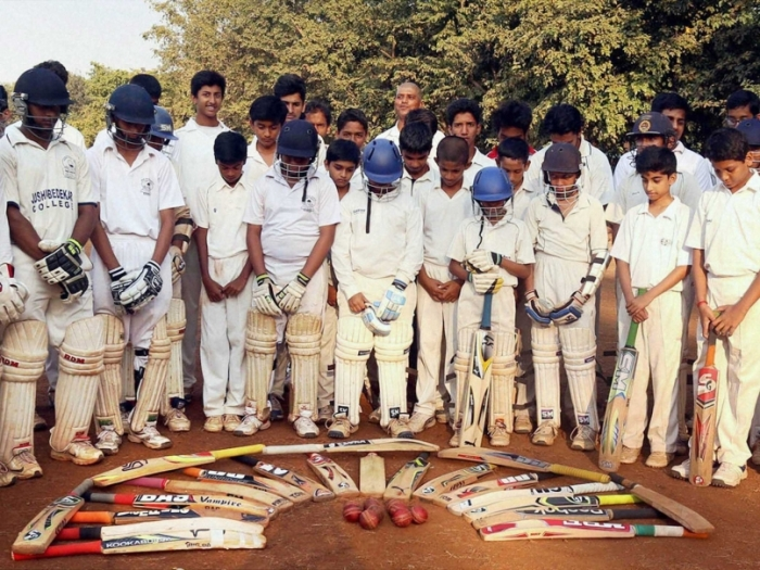 Kids in Mumbai, India pay tribute to the memory of Phillip Hughes. Source.