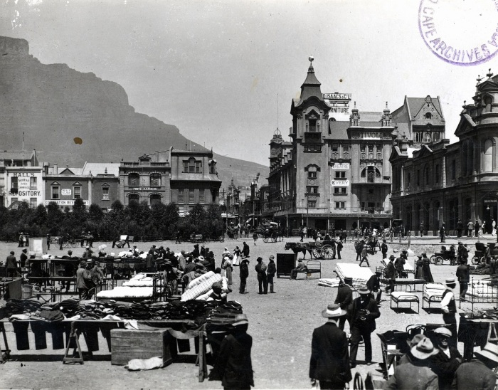 Early retail and distribution? Parade sales in early twentieth-century Cape Town (Source: Cape Town Archives Repository, Elliot collection, E8308)